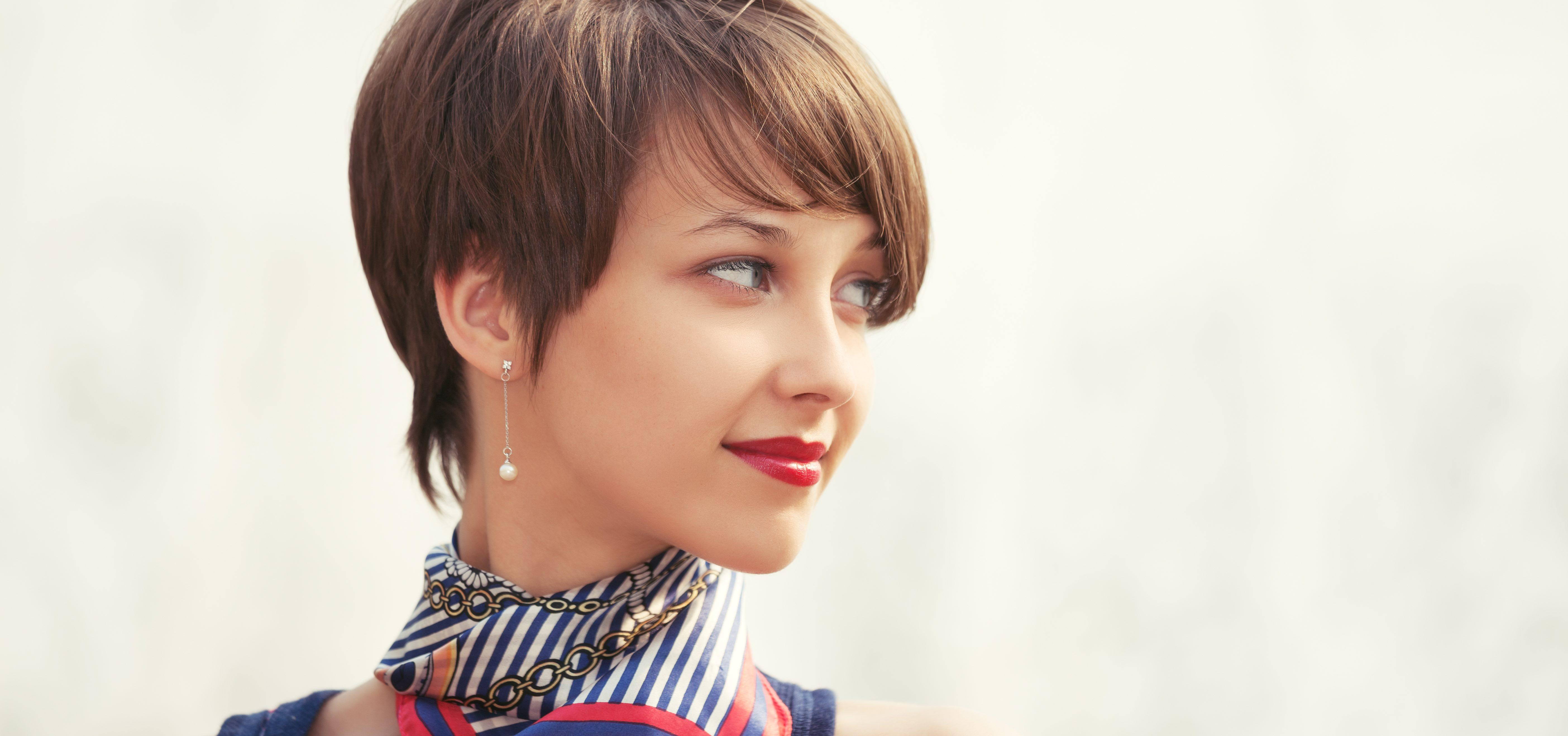 How to Style Short Straight Hair Through Thick and Thin