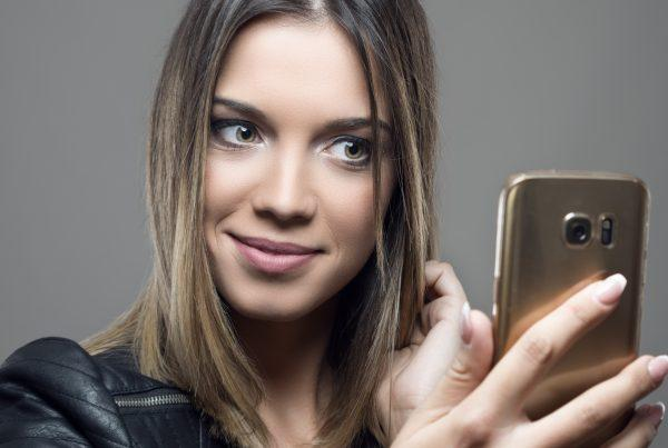 Not sure if you want highlights or lowlights? Talk to the stylists at Deseo Salon & BlowDry!